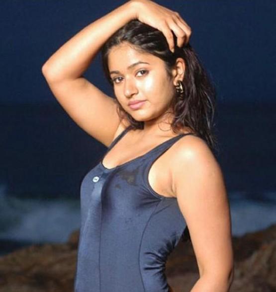 Poonam Bajwa New Pics – Hot Photos