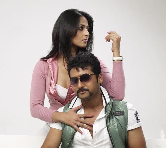 Surya And Anushka In Singam Movie Photos